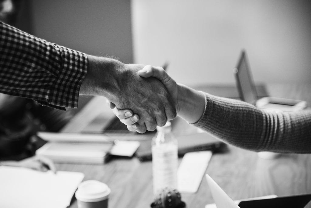 Accordo e stretta di mano