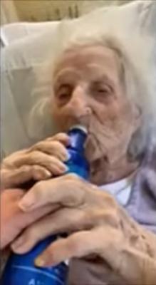 Jennie Stejna con birra