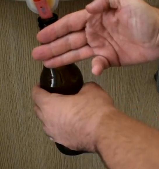 tecnica 3 dita imbottigliamento