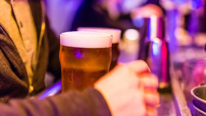 Come bere la birra: il percorso che coinvolge tutti e 5 i sensi