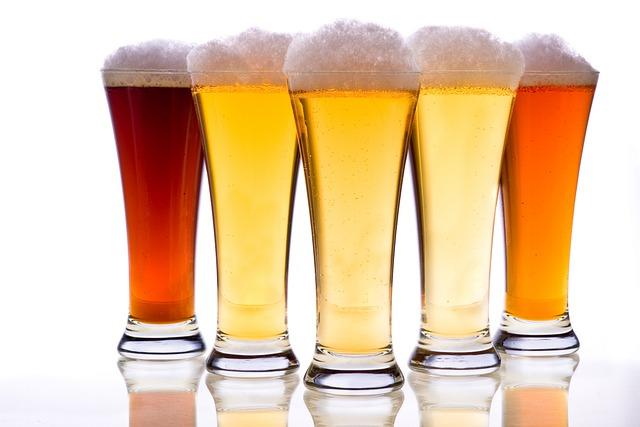 diversi bicchieri di birra a confronto