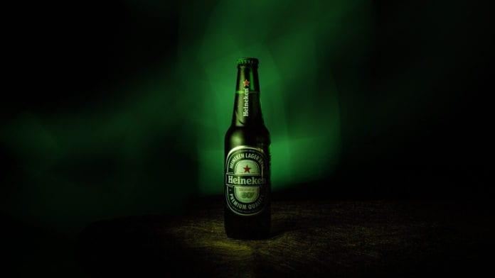 Il Covid-19 colpisce ancora: Heineken pronta a licenziare 8.000 dipendenti