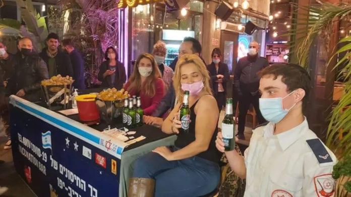 Birra gratis contro il Covid-19: Così Tel Aviv incentiva i vaccini tra i giovani