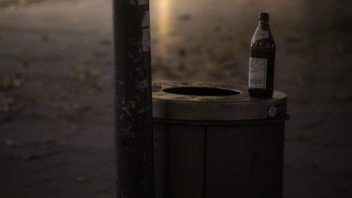 Rifiuti nei boschi: Raccogliendoli, un pub toscano offre una birra gratis!
