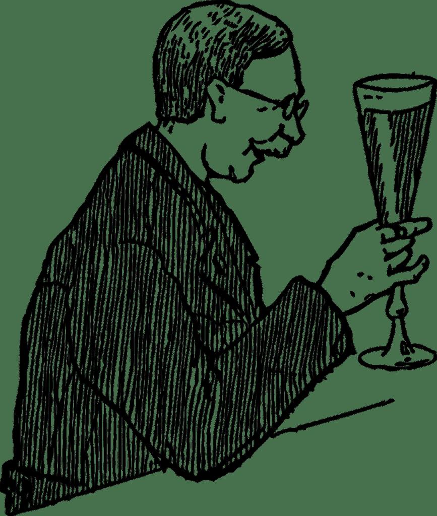 Uomo anziano che beve birra